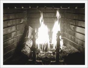 ブログ, エッセイ, シングルマザー, 海外生活, 人気のブログ, 注目のブログ, 話題のエッセイ, カリフォルニア生活, アメリカ生活, ノンフィクション, 現代画家, 人気, アーティスト, サンフランシスコ, フェースブック話題の人, 話題の人, 海外の日本人アーティスト, 暖炉, 暖炉の火, 薪, 火, 家族団らん, 幸せ, 幸福